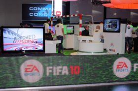 FIFA 10 virker lovende, og vi tok en drink med staben. (Foto: Mikael H. Groven/Gamer.no)