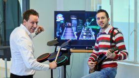 Fra venstre: Administrerende direktør Erland Bakke i Mediehuset Digital AS og fagredaktør spill Tor-Steinar Nastad Tangedal i Mediehuset Digital AS.