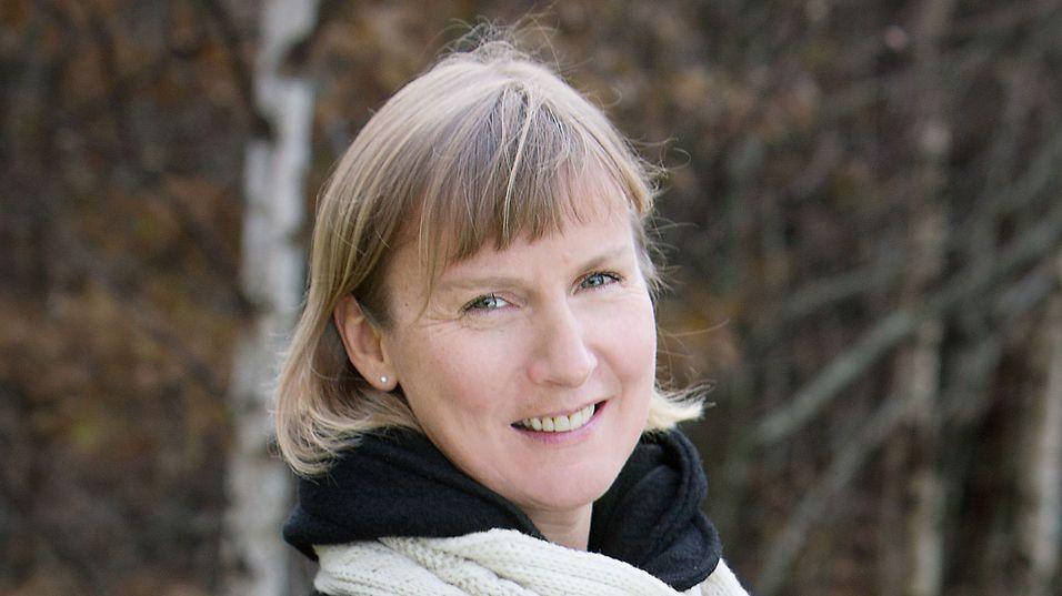 Assisterende direktør Elisabeth Sørbøe Aarsæther i Post- og teletilsynet regner med at reglene for regulering av Telenor-fiberen er klare før årsskiftet fra ESA.