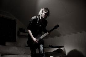 I godt lys ser alle kule ut når dei spelar gitar. Kanskje eg heller skal starte rockelysskulen?