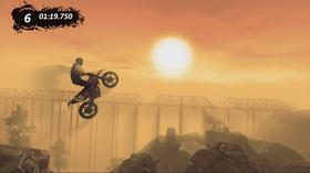 Trial-sykkel i solnedgang.