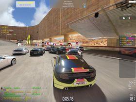 Fortsatt mange biler på banen samtidig.