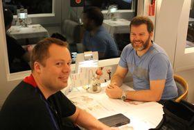Marius og vår nye venn Bjarne. (Bilde: Lasse Lervik/Gamer.no)