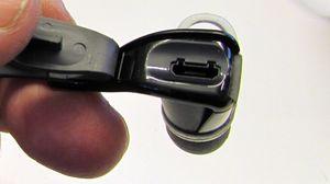 En gummibeskyttelse hindrer vann og skitt i å trenge inn i ladekontakten.
