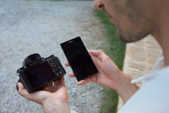 A7 i bruk med NFC og smarttelefon.