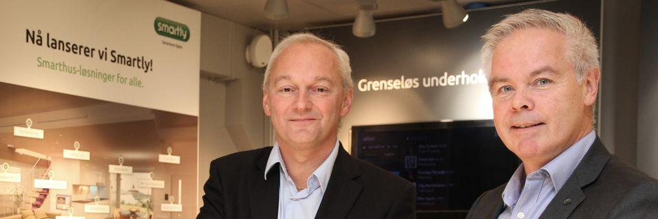 Nordan-sjef Tore Rasmussen og konserndirektør Eirik Gundegjerde i Altibox går sammen for å tilby den norske befolkningen smarte dører.