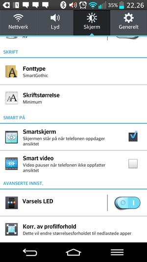 Smartskjerm-valget sørger for at skjermen ikke slukker når du ser på den. Det hele fungerer ganske så bra, så lenge du har lys nok.