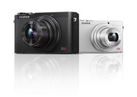 Kompaktykameraet XQ1 finnes i sort og sølv.