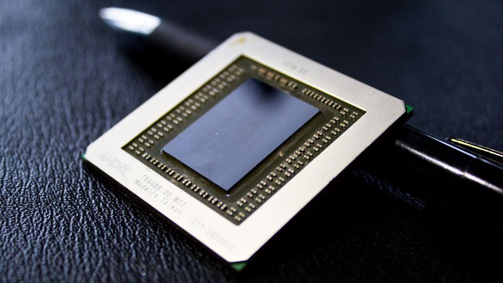 Vi fikk titte litt på den nakne kjernen i det nye toppkortet fra AMD. Inni den skinnende klumpen med silisium befinner det seg hele 6,2 milliarder transistorer.