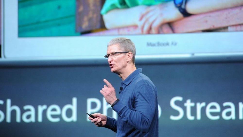 Apple-sjef Tim Cook fra en tidligere Apple-lansering. Nå knyttes spenningen til hva han lanserer i kveld.