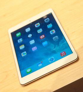 iPad Mini ser nesten akkurat ut som før, foruten en ny farge. Forskjellen ligger i innmaten og skjermen.