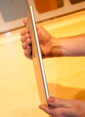 Slik ser iPad Air ut fra siden.
