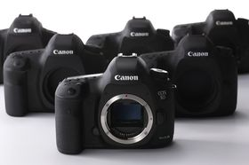 Canon venter nå å selge mindre av selveste gullet sitt - systemkameraene.