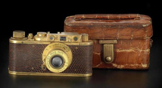 Skal det være et Leica-kamera i gull og slangeskinn?