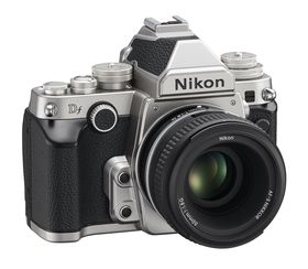 Nikon og deres nye Df-modell sliter.