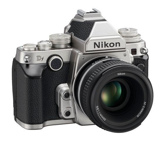 Nikon Df i sølv.