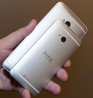 HTCs design fungerer svært godt  på originalen, men elendig på One Max. Den blir rett og slett for stor til å dele det superglatte aluminiumsmaterialet fra One.