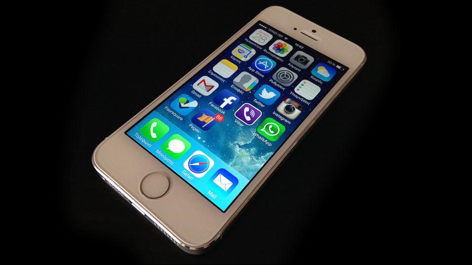 – Apple jobber med større, kurvet iPhone