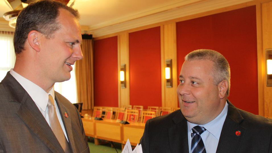 Den varslede omkampen om datalagringsdirektivet er nå avlyst av Fremskrittspartiet, her ved samferdselsminister Ketil Solvik-Olsen og hans statssekretær, Bård Hoksrud.