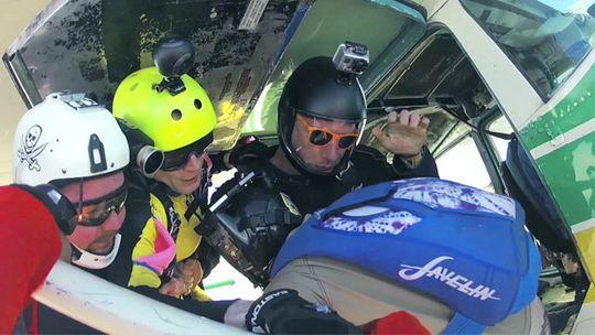 Bubl festet på hjelm - ved siden av andre kameraer også montert på hjelm.