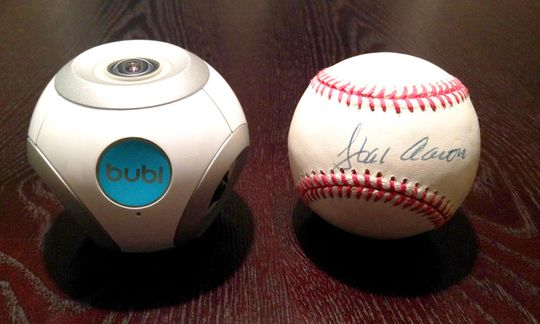 Bubl er ikke særlig større enn en baseball.