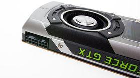 Det nyeste GeForce-kortet tar inn strøm både fra PCIe-kontakten, og gjennom disse 6- og 8-pins pluggene.