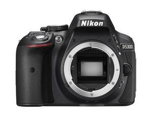 Dette kameraet pluss objektiv kan bli ditt i dag.