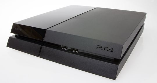 PlayStation 4 er en elegant boks.