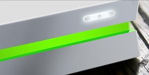 Lysstripen som omkranser maskinen minner litt om PlayStation 4.