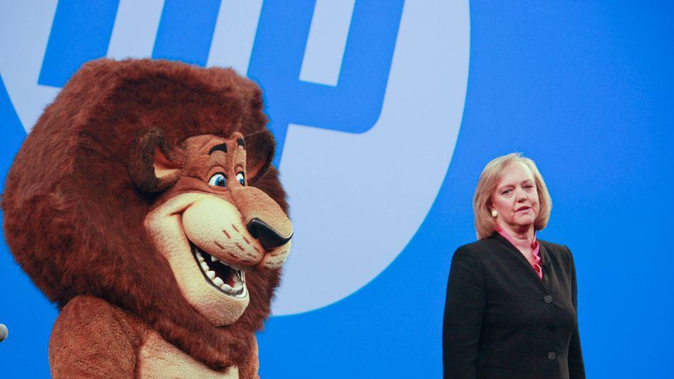 HP-sjefen Meg Whitman med en ukjent maskot.