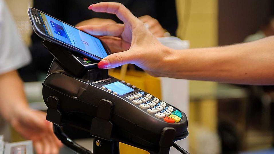 Etter tre måneders testing av kontaktløs betaling med mobiler i Ungarn, mener aktørene at tjenesten er klar til å markedsføres.