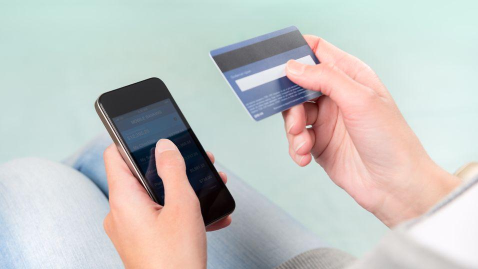 Bruker mobilen i stedet for kort og kontant