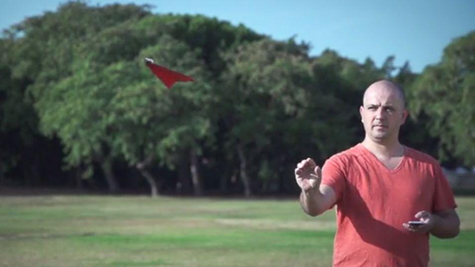 Styr papirflyet med smarttelefonen
