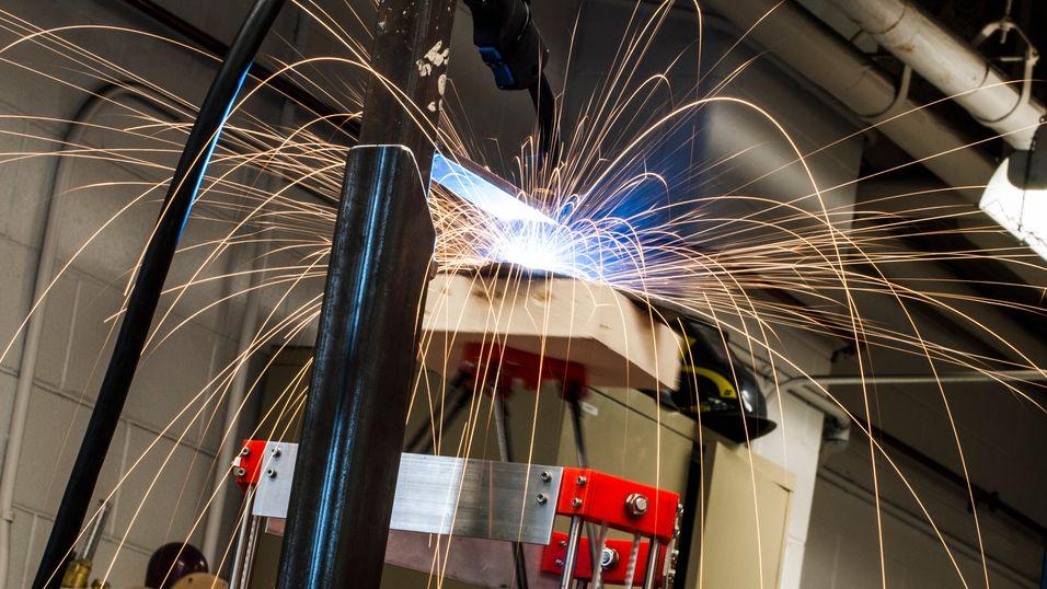 Den billige metall-3D-skriveren i aksjon.