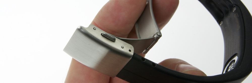 Du må tilpasse lengden på reimen før du kan bruke armbåndet.
