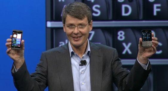 Etter flere forsinkeler kunne daværende BlackBerry-sjef Thorsten Heins endelig vise frem nye modeller og et helt nytt operativsystem. Det gikk ikke så bra - og toppledelsen er nå skiftet ut.