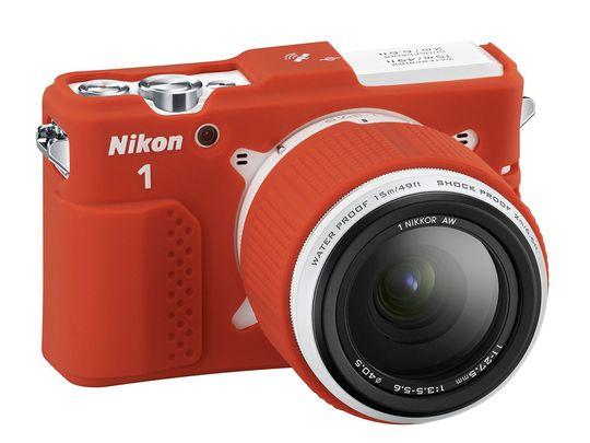 Det finnes også et ekstra silikondeksel til Nikon1 AW1. Også i midre grell farge enn dette.