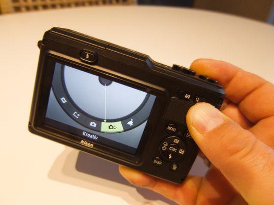 Nikon1 AW1 hurtigvelgeren i bruk.