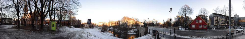 Nikon1 AW1 panoramaprogram, tatt på frihånd. Original størrelse: 9600 x 1536 px.