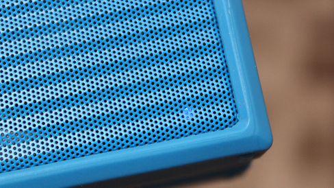 En liten diode forteller at høyttaleren er tilkoblet eller klar for paring.