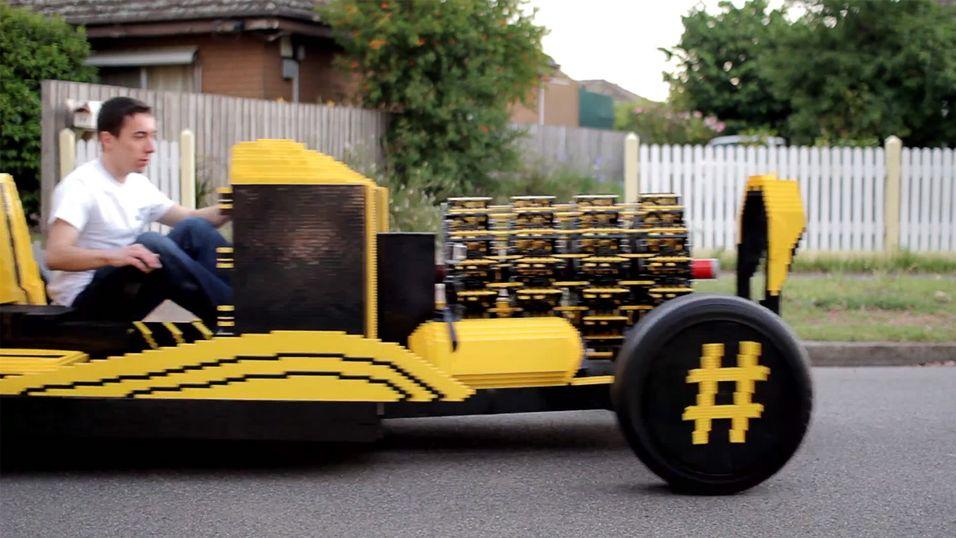 Denne kjørbare bilen er lagd av Lego