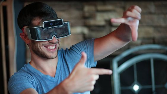Første generasjon briller het Meta One, og var først og fremst beregnet på utviklere. .