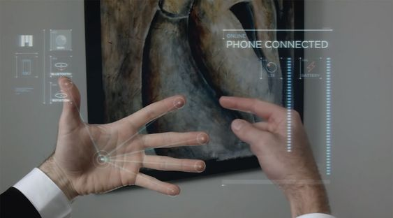 Brillene kontrolleres ved hjelp av et tredimensjonalt brukergrensesnitt foran deg. .