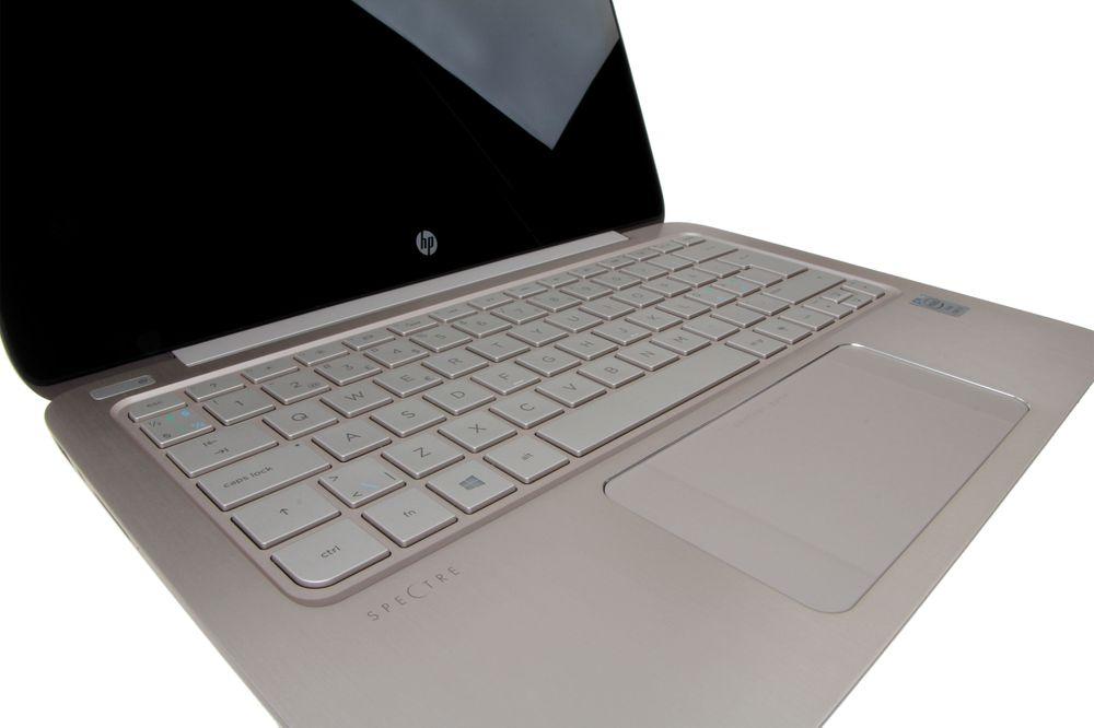 Ingen unødvendige detaljer, og vi liker at det bakbelyste tastaturet har en litt kaldere farge enn selve kroppen.
