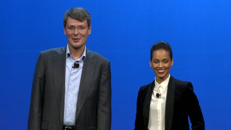 "BlackBerry-sjef Thorsten Heins utnevte Alicia Keys til ""Global creative director"" under fjorårets BlackBerry 10-lansering."