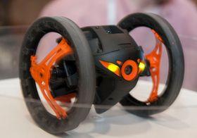 Denne tohjulingen kan hoppe 80 centimeter opp i luften, og ta forrykende piruetter, for å nevne noe.
