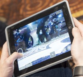 Mini Drone og Jumping Sumo kan styres fra nettbrett eller mobil.