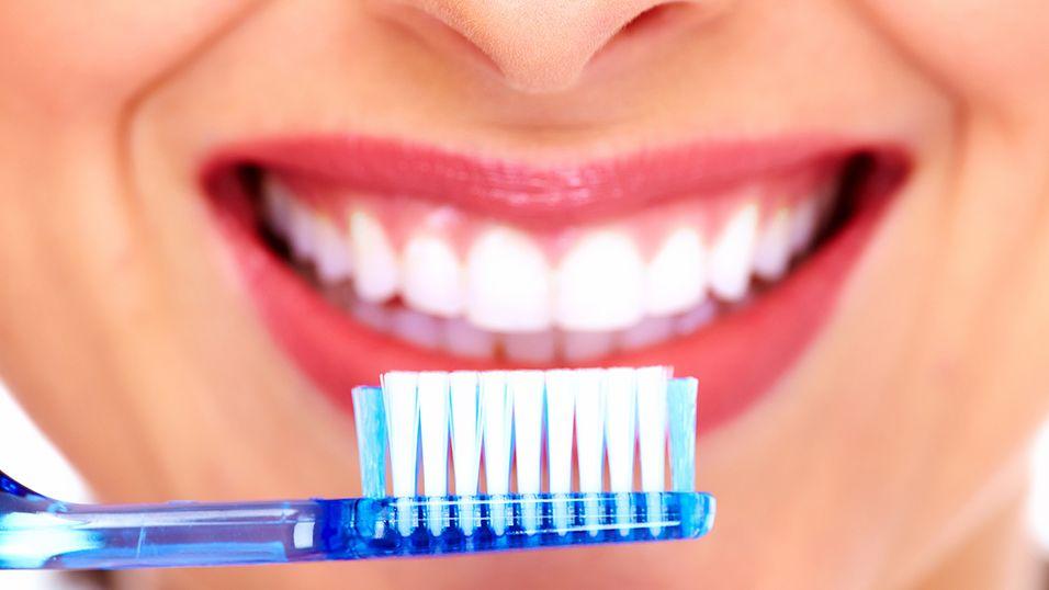 Kanskje tannbørsten kan hjelpe deg til et slikt smil?