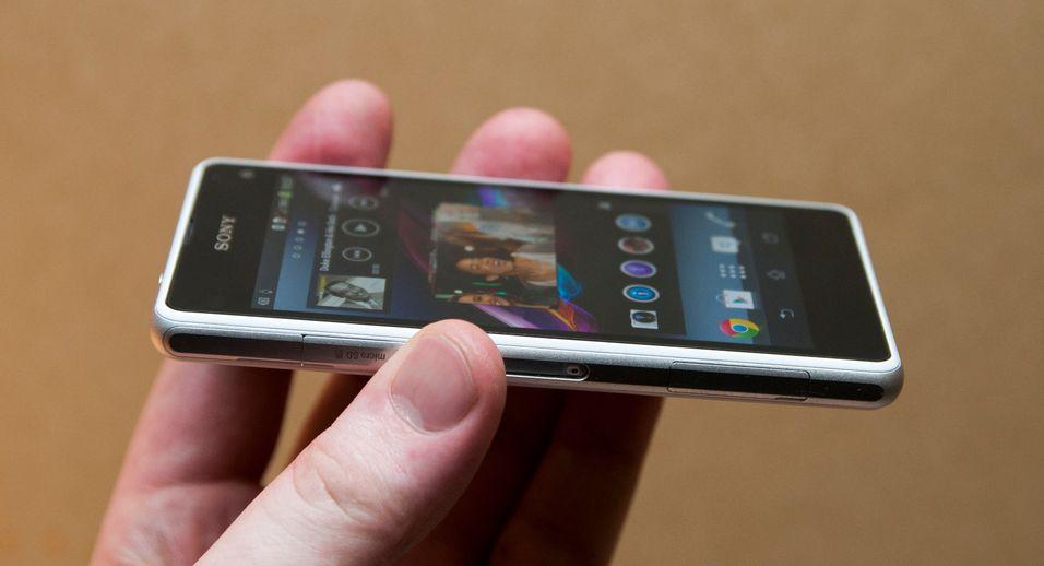 Bitteliten og kompakt. Sony ønsker at Xperia Z1 Compact skal være Android-verdens alternativ for deg som ønsker en heftig telefon, uten å måtte forholde deg til en enorm skjerm.