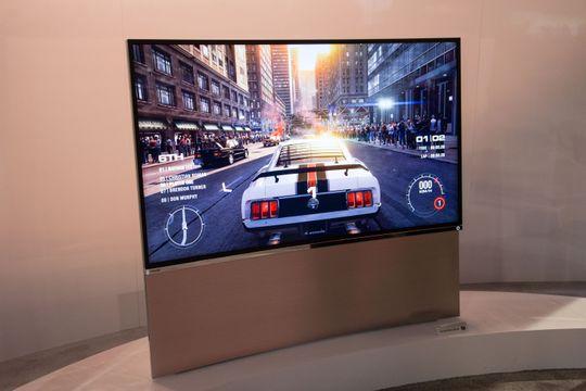 Toshiba stilte også opp med en buet TV.